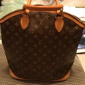 Authentic Louis Vuitton!!! Lockit vertical...